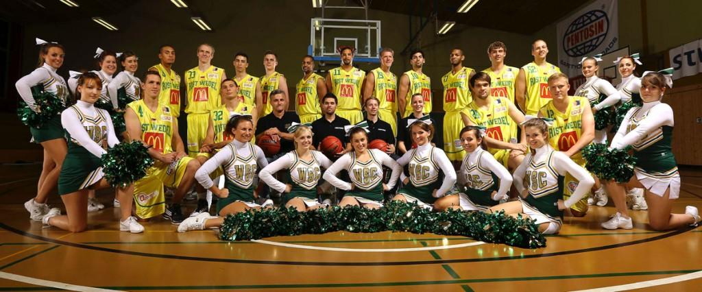 Foto: Rister und Cheerleader, Saisonstart 2012-2013